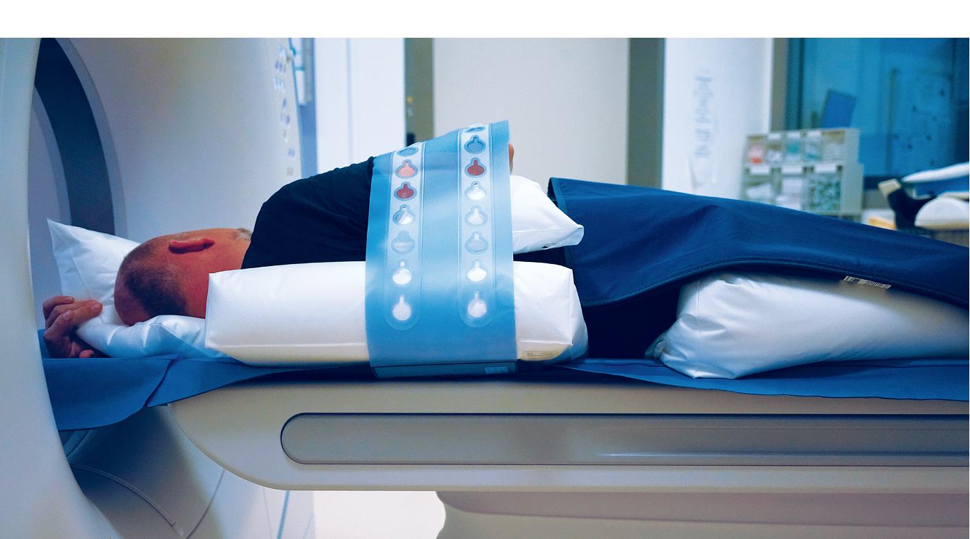Ellenbogen auf Bauch Fixierung am CT mit ProBelt und PearlFit