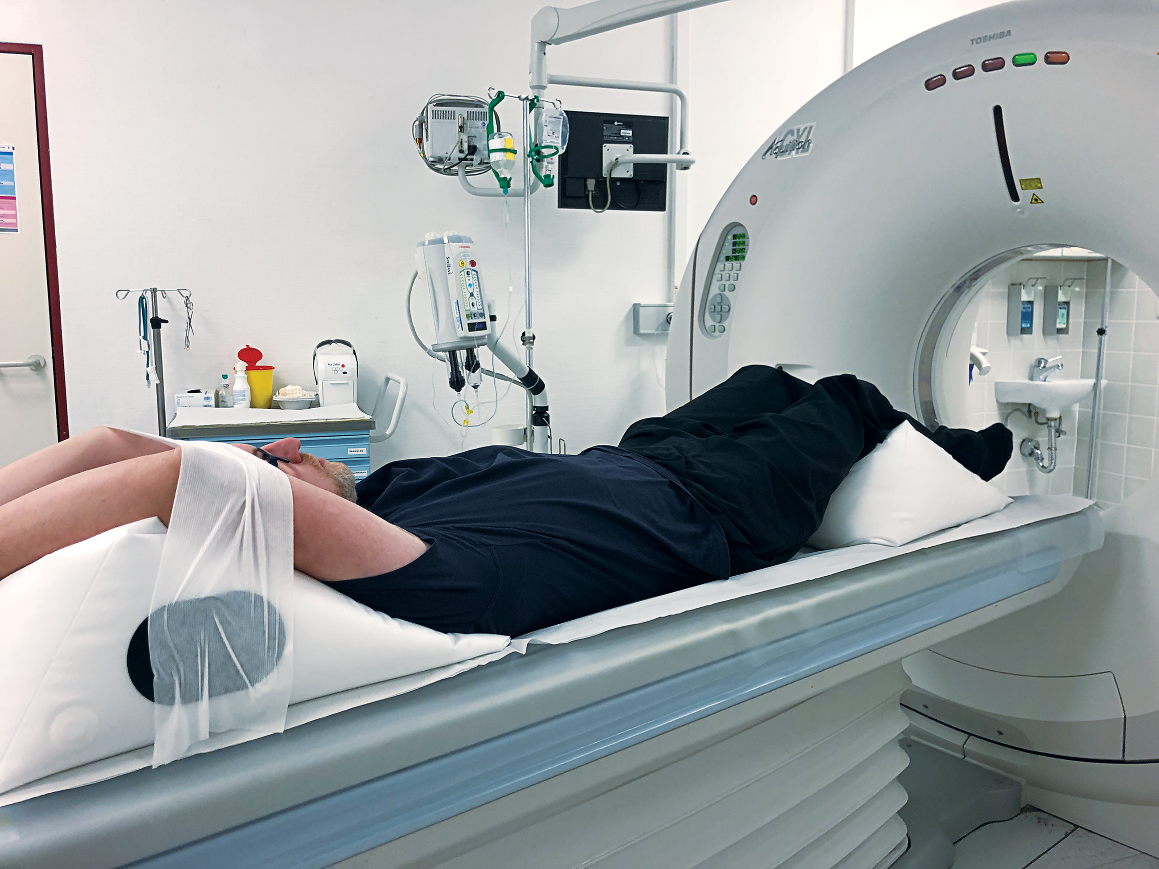 Arms over head in supine position during CT using PearlFit